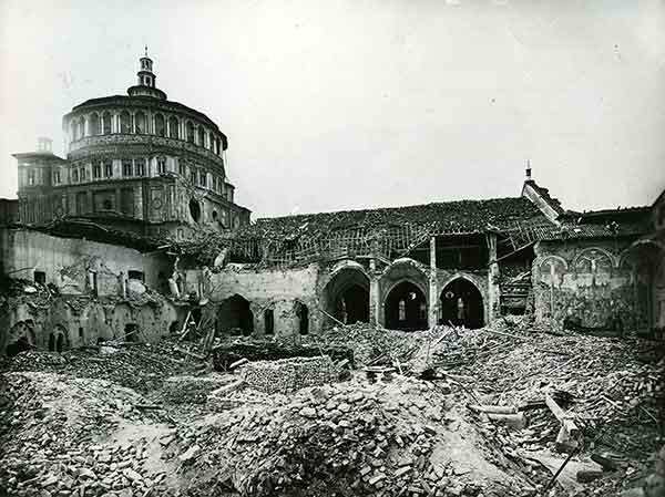 La chiesa e il refettorio di Santa Maria delle Grazie dopo il bombardamento dell'agosto 1943