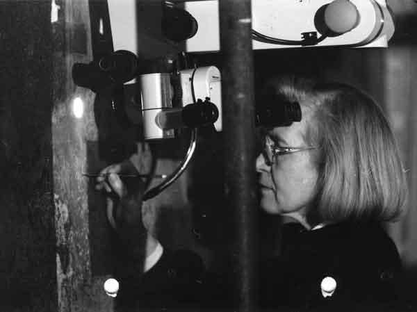 Pinin Brambilla Barcilon a lavoro durante il restauro del Cenacolo, 1982